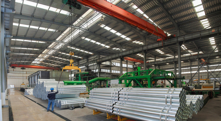 Galvanizing line of w-beam steel guardrail