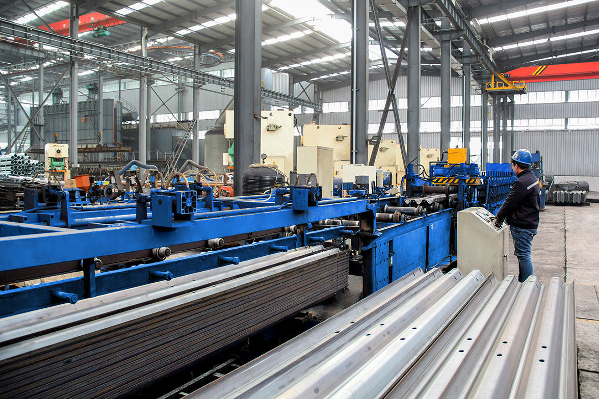 Steel-plastic composite pipe production work...